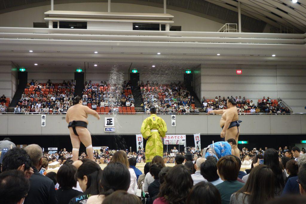 結びの一番、日馬富士‐鶴竜の横綱戦。やはり盛り上がります
