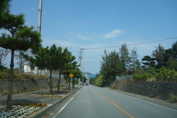 沖縄古宇利島 古宇利大橋手前の道路