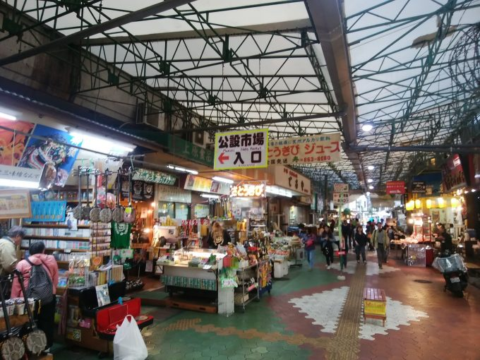 知ってる?沖縄【牧志公設市場】の2階を見てみよう!