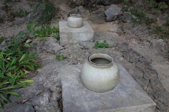 沖縄 斎場御嶽(せーふぁうたき) シキヨダユルとアマダユルの壺接写
