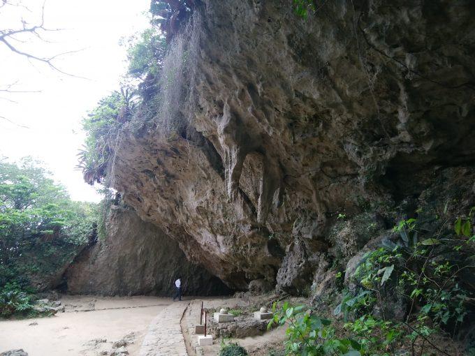 沖縄 斎場御嶽(せーふぁうたき) シキヨダユルとアマダユルの壺