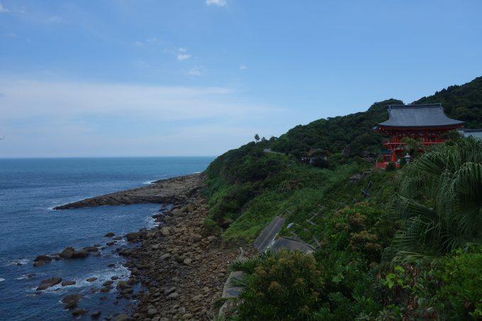 鵜戸神宮 境内から見る崖