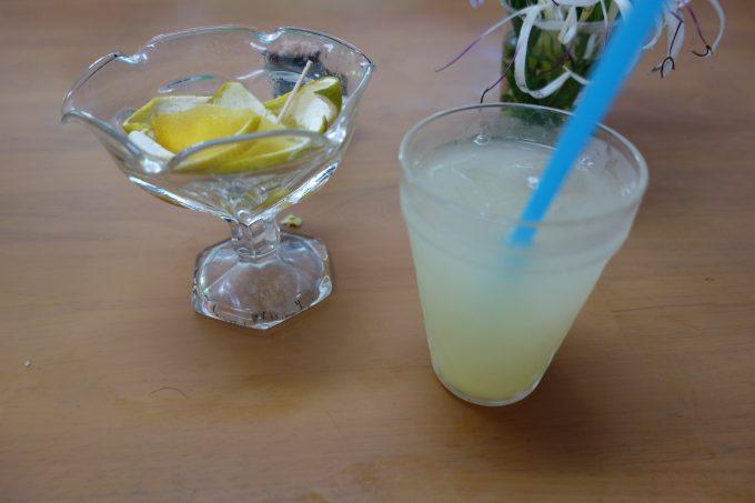 鵜戸神宮のお土産屋の日向夏ジュース
