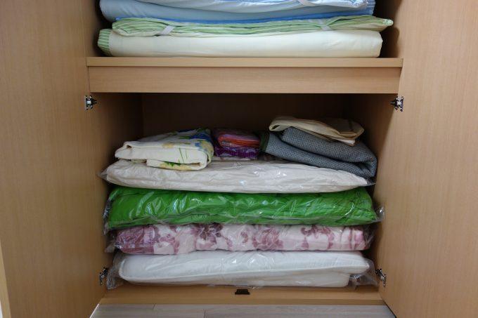 布団を片付ける、布団収納タンスの内部