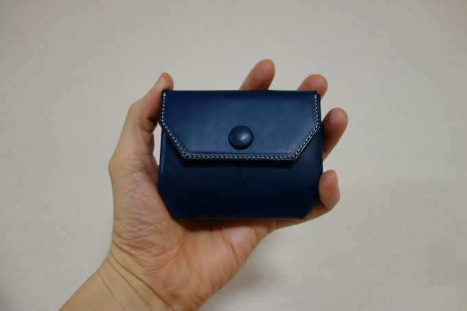 ATELIER Hab(アトリエハブ)折り畳み財布 大きさイメージ