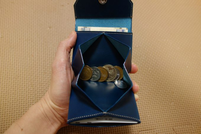 ATELIER Hab(アトリエハブ)折り畳み財布 開いた小銭入れ