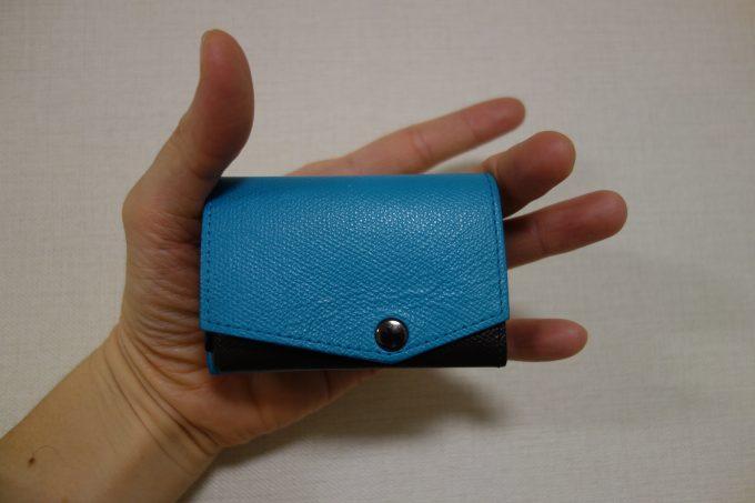 手のひらに収まる「小さい財布」