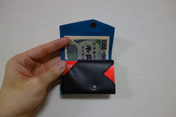小さい財布のカード入れ