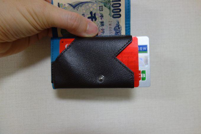 カードをずらして取り出す、小さい財布