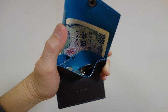 小さい財布の小銭入れ
