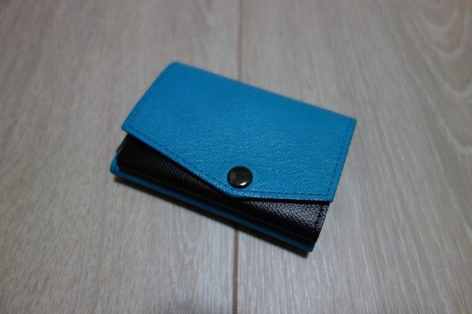 【小さい財布 abrasus(アブラサス)】レビュー|スーツに似合う使いやすいサブ財布