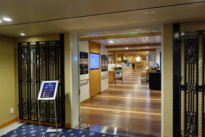 大阪南港‐愛媛東予港オレンジフェリーのレストラン入口