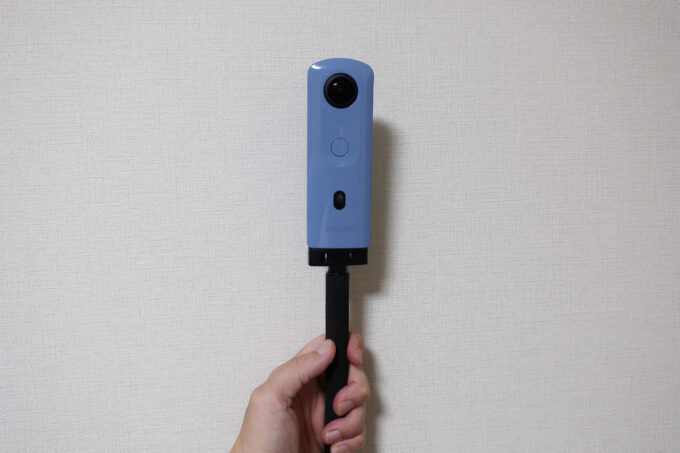 自撮り棒を付けたリコーシータ