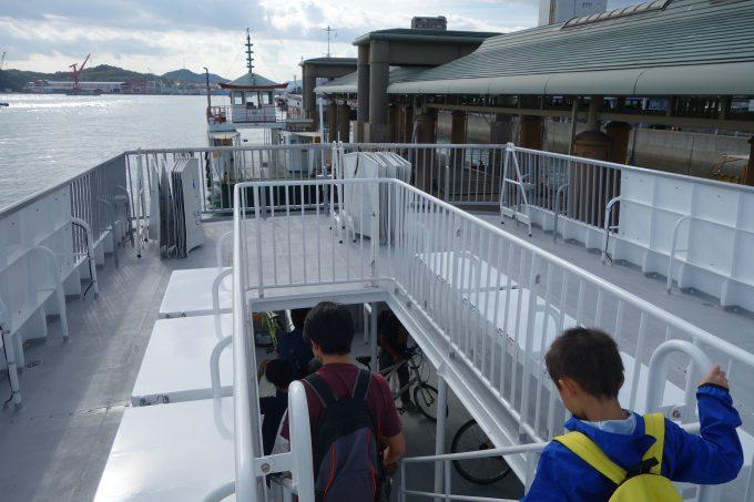 尾道港で船から下船