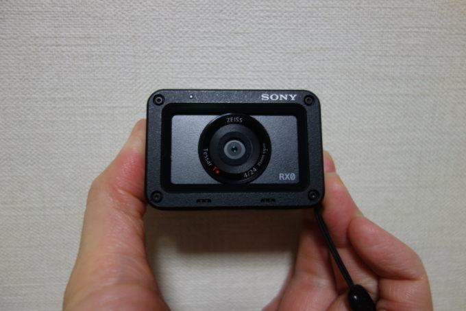 ソニーのデジタルカメラRX-0 正面